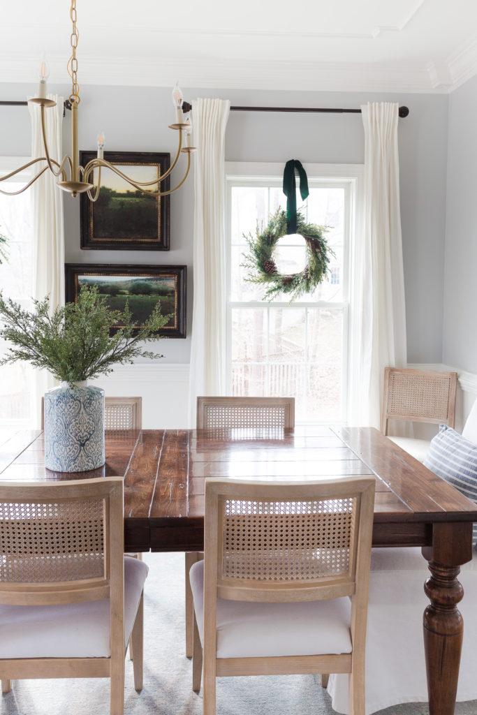 How to Hang Christmas Wreaths on Windows